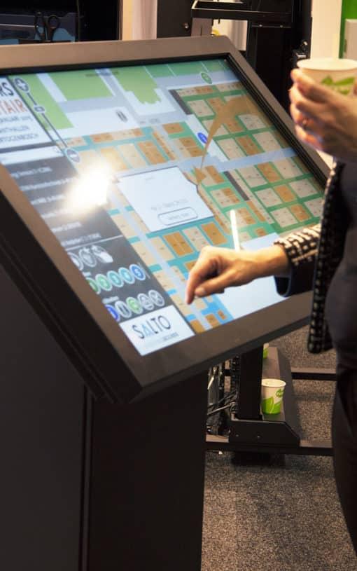 Borne tactile 46 pouces interactive multitouch