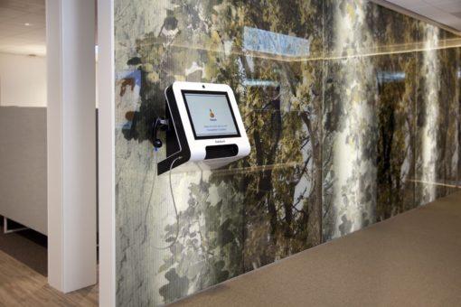 Borne interactive murale 22 pouces avec téléphone