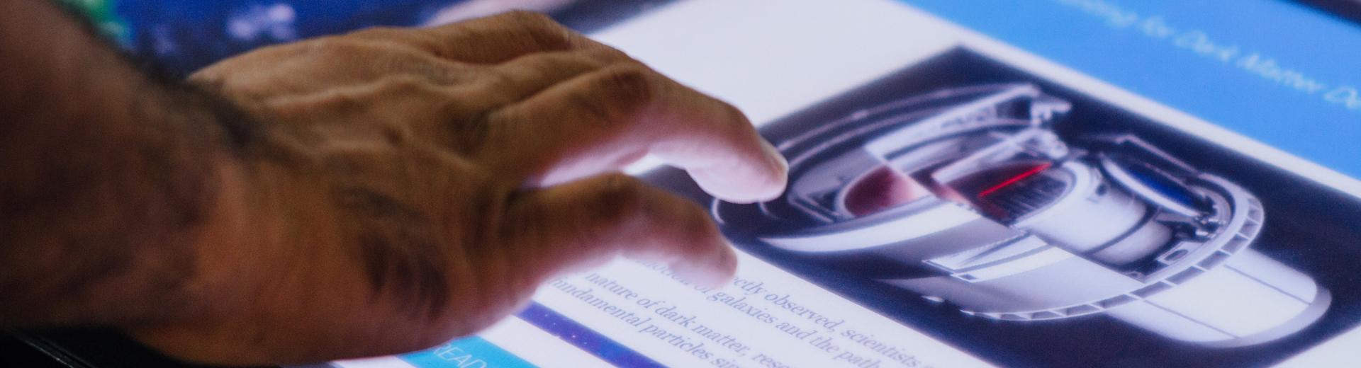 Présentation tactile multitouch interactive entreprise produits et services
