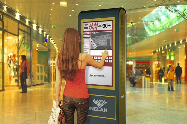 Borne interactive tactile magasin