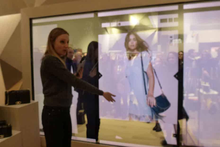Communication digitale miroir interactif