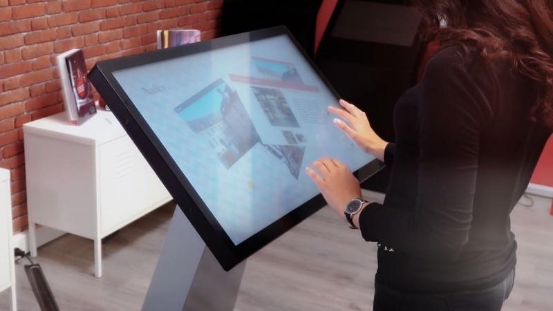 Borne interactive 22 pouces personnalisée